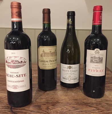 Lot 34 - 12 bottles of red and white Bordeaux