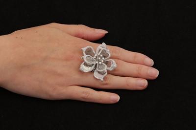 Lot 35-A diamond dress ring
