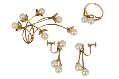Lot 134-A cultured pearl suite