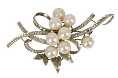 Lot 135-A cultured pearl brooch