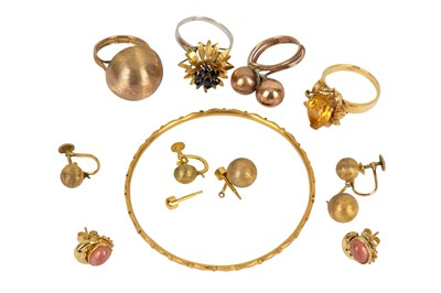 Lot 139-A small collection of jewellery