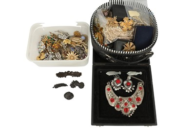Lot 141-A large group of costume jewellery