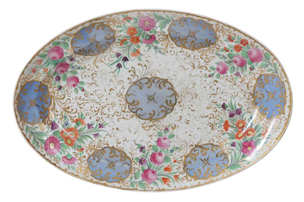 Lot 82 - A PORCELAIN SERVING PLATE FROM THE SERVICE OF THE SULTAN OF TURKEY BY THE IMPERIAL PORCELAIN FACTORY, ST PETERSBURG, PERIOD OF NICHOLAS I (1825-1855)