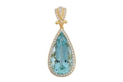 Lot 79 - An aquamarine and diamond pendant