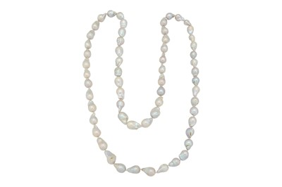 Lot 1239-A cultured pearl necklace