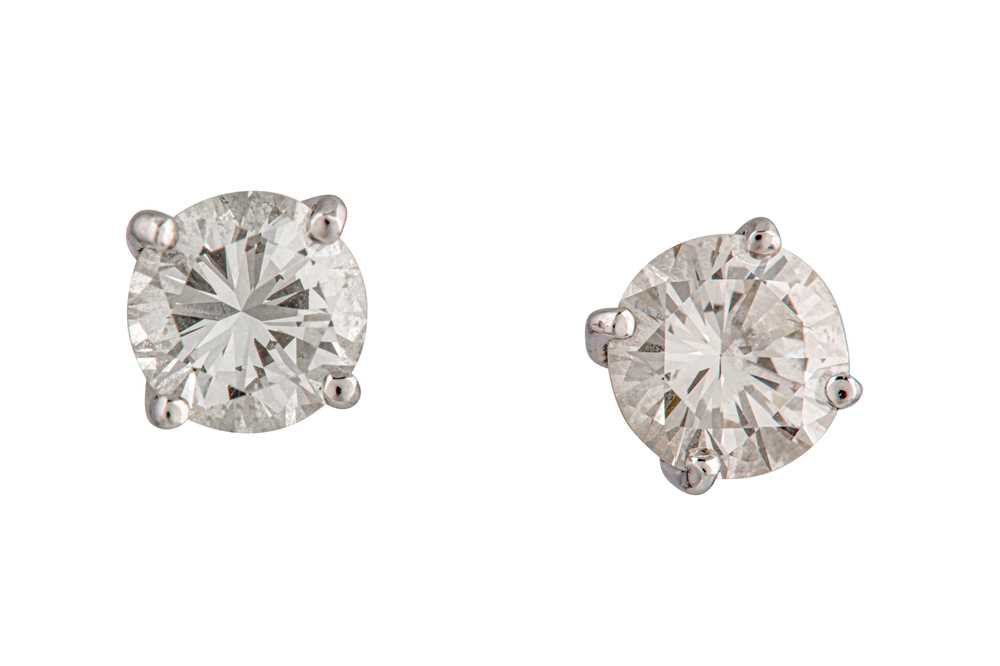Lot 25-A pair of diamond earstuds