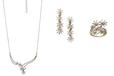 Lot 38 - A GOLD AND DIAMOND NECKLACE, RING AND EARRING SUITE
