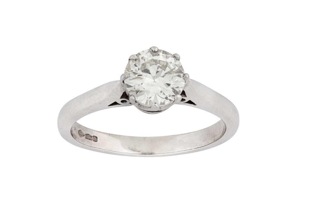 Lot 33-A diamond single-stone ring