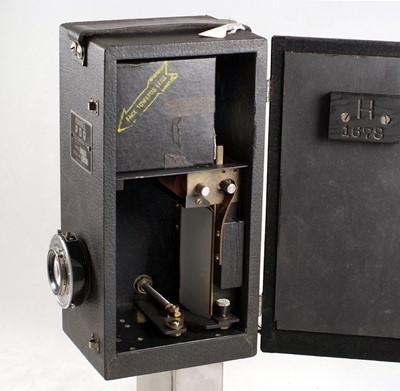 Lot 40-A Rare 1930s Mandel PDQ Model H Street or Beach Photographer's Camera