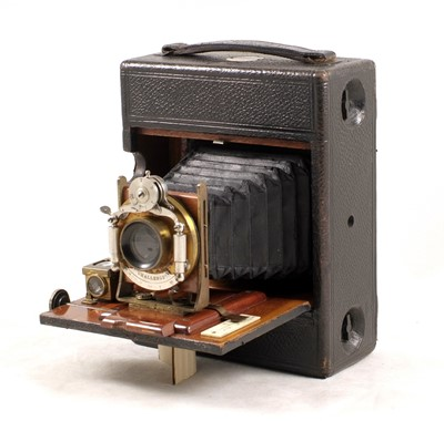 Lot 8-An Uncommon Lizars Quarter Plate Challenge Hand Camera, Model D.