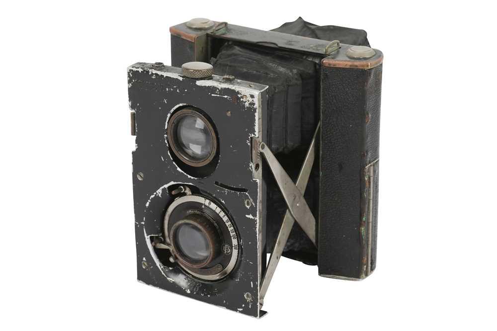 Lot 32-A Bentzin Primarette Viewfinder Camera