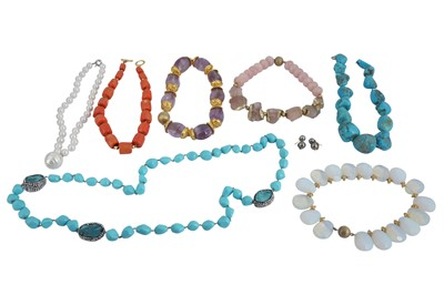 Lot 41 - Λ A GROUP OF SEMI-PRECIOUS AND IMITATION GEMSTONE NECKLACES AND A PAIR OF CULTURED PEARL EARRINGS