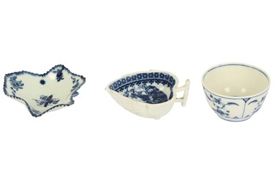 Lot 21-An 18th century Worcester blue and white porcelain leaf shaped pickle dish