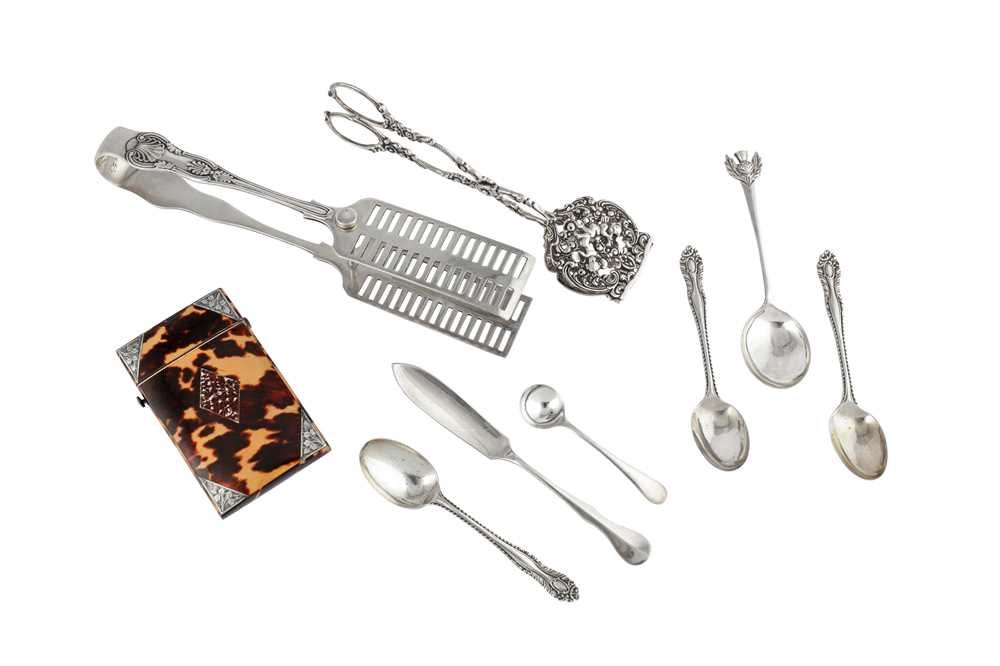 Lot 42 - A mixed group, including a Victorian pair of asparagus tongs, Sheffield 1889 by IAM (untraced)
