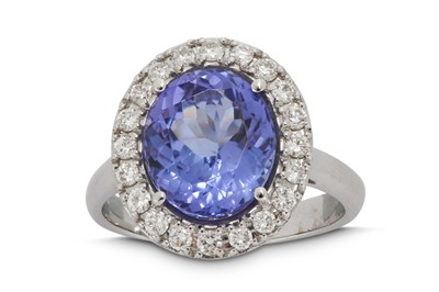 Lot 39 - A tanzanite and diamond cluster ring