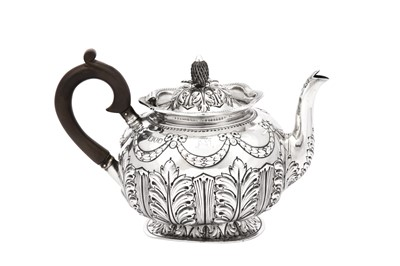 Lot 1-An Edwardian sterling silver teapot, London 1901 by Sibray, Hall & Co Ltd