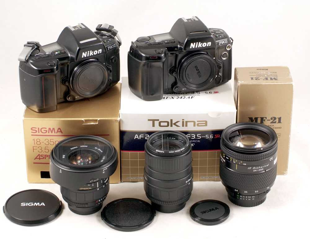Lot 439 - Extensive Nikon F90x Outfit