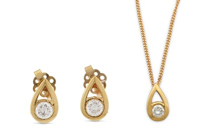 Lot 28 - A diamond pendant necklace and earring suite