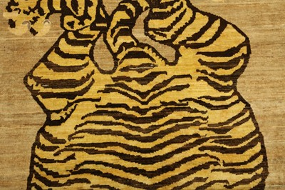 Lot 4 - A FINE TIGER DESIGN RUG