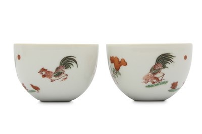 Lot 13 - A PAIR OF CHINESE FAMILLE VERTE 'CHICKEN' CUPS.