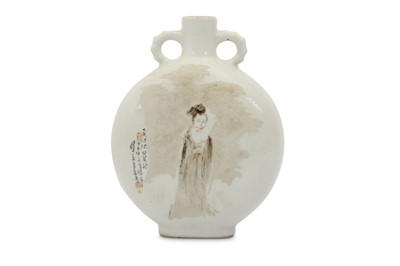 Lot 4 - A CHINESE EN GRISAILLE-PAINTED MOON FLASK.