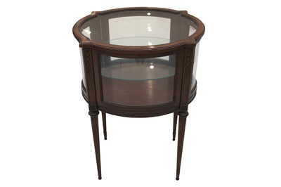 Lot 30 - AN OVAL MAHOGANY VITRINE, IN THE NEOCLASSICAL TASTE, EARLY 20TH CENTURY