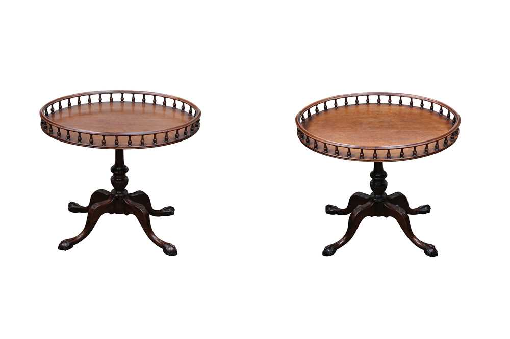 Lot 6 - A PAIR OF MAHOGANY OVAL TRAY TOP TABLES, IN THE GEORGE III STYLE