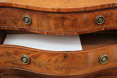 Lot 7 - A GEORGE III MAHOGANY SERPENTINE FRONT GENTLEMAN'S CHEST