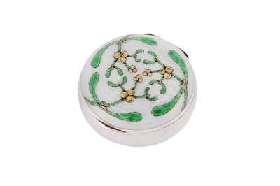 Lot 81 - A late 19th century German unmarked silver and guilloche enamel pill box / compact, probably Pforzheim circa 1899
