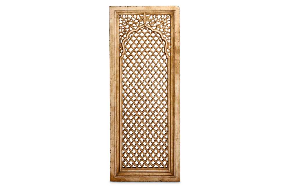 Lot 43 - A MUGHAL STYLE MARBLE JALI SCREEN, PROBABLY 19TH CENTURY