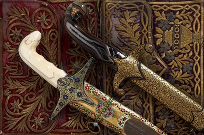 Lot 34 - A FINE 18TH CENTURY GOLD, ENAMEL, IVORY AND STEEL SWORD (SHAMSHIR), PROBABLY LUCKNOW