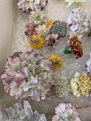 Lot 84 - A VERY LARGE COLLECTION OF 19TH  CENTURY AND LATER VINCENNES STYLE PORCELAIN FLOWERS