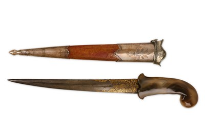 Lot 36 - AN 18TH / 19TH CENTURY OTTOMAN DAGGER WITH AGATE HANDLE