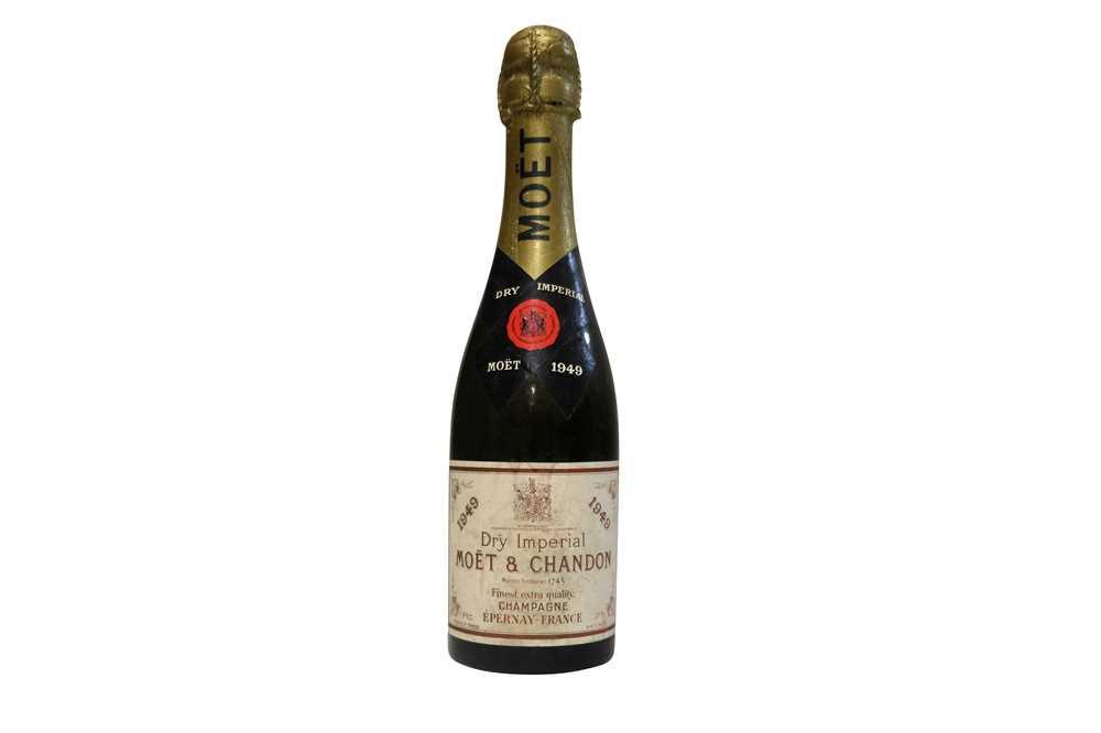 Lot 17 - Moet Chandon 1949 Half