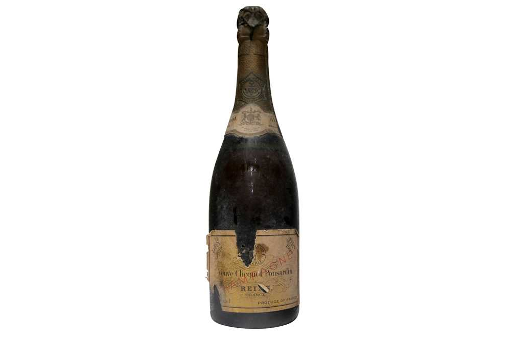 Lot 20 - Veuve Clicquot 1929 (label lightly damaged)