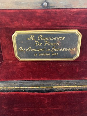 Lot 28 - A FINE EARLY 20TH CENTURY SPANISH GOLD DAMASCENED STEEL CASKET IN THE MANNER OF ZULOAGA