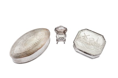 Lot 8 - A mixed group including a mid-18th century Dutch unmarked silver and mother of pearl snuff box, circa 1760