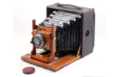 Lot 5 - An Un-named Half Plate Field Camera with Beck Isostigmar Lens.