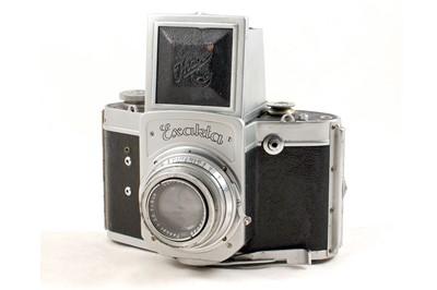 Lot 29 - Rare Pre-War Exakta 66 120 SLR.