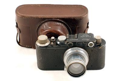 Lot 114 - Black Leica II with 5cm Summar f2 Lens.