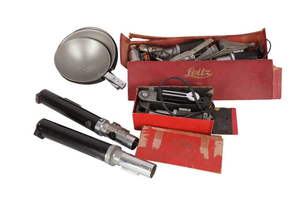 Lot 337 - A Selection of Early Leitz Flash Accessories