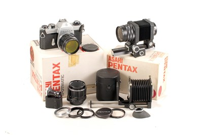 Lot 34 - A Pentax SPII Close Up Macro Outfit.