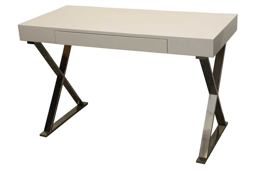 Lot 41 - A CONTEMPORARY DESK