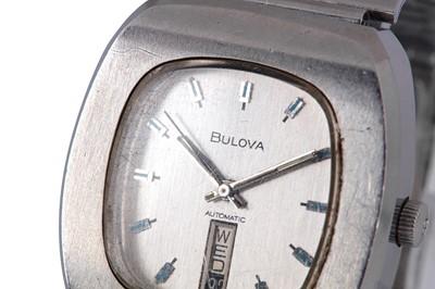 Lot 32 - BULOVA.