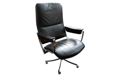 Lot 43 - IN THE MANNER OF EAMES, A STEEL AND LEATHER UPHOLSTERED SWIVEL DESK CHAIR
