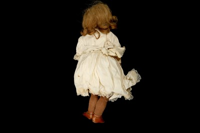 Lot 45 - AN EARLY 20TH CENTURY GERMAN BISQUE HEAD DOLL ATTRIBUTED TO SIMON & HALBIG