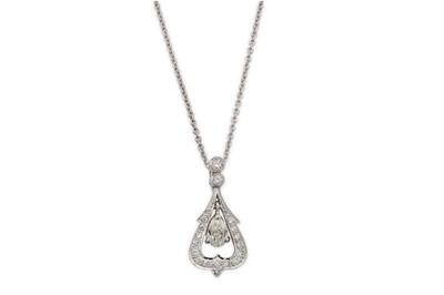 Lot 31 - A diamond pendant necklace