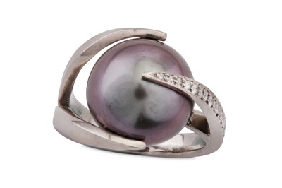 Lot 17 - Antje Géczy | A cultured pearl and diamond dress ring, 2004