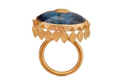 Lot 25 - A blue topaz fringe ring