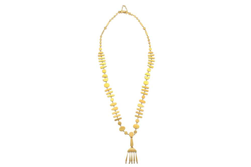 Lot 2 - Wendy Ramshaw   A gold pendant necklace, 1976